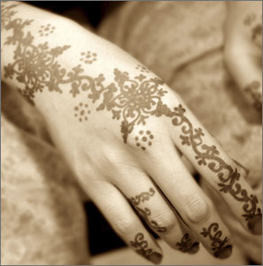http://cybersunnah.files.wordpress.com/2009/07/arabic_henna_design.jpg